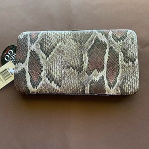 Style and Company wallet